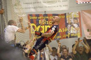 Pedro Gil celebrando uno de sus cinco goles