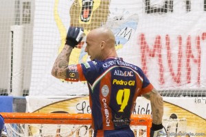Pedro Gil celebra el gol que anotó este fin de semana frente al Follonica