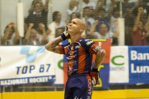 Pedro Gil celebra su gol